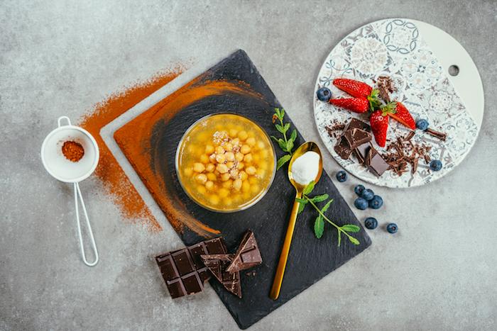 les ingrédients nécessaires pour faire une mousse au chocolat vegan comment dessert léger après raclette