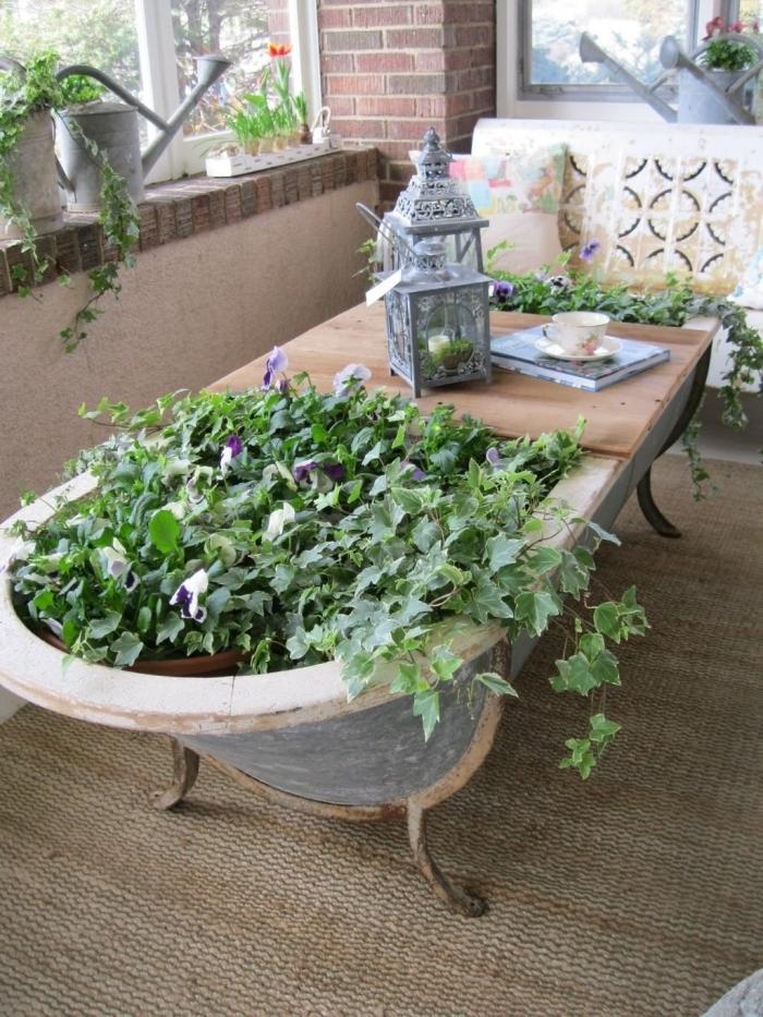 idées de loisirs créatifs adultes avec matériaux de récup, exemple comment utiliser une vieille baignoire comme pot fleur et table