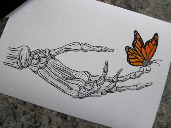 Main de squelette et papillon sur le doigt comment dessiner un papillon, idée coloriage papillon beau motif
