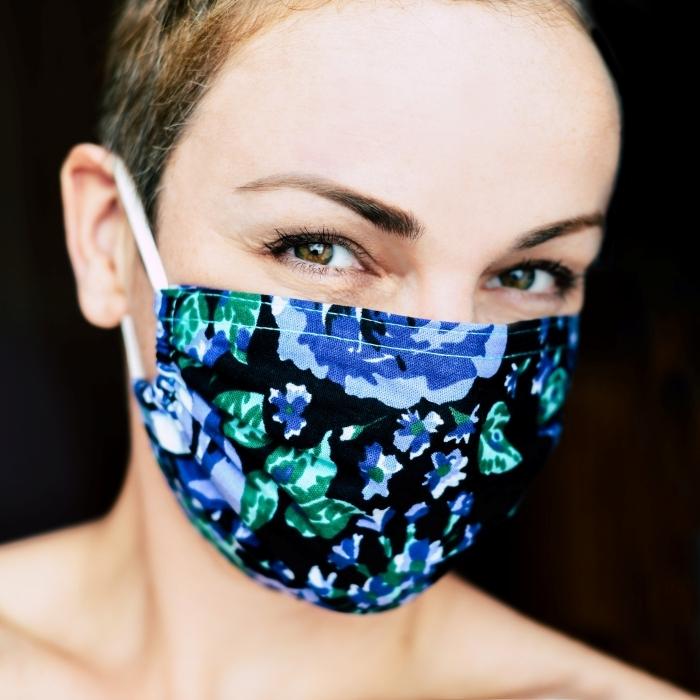 exemple de masque anti virus facile à fabriquer soi-même avec élastiques et tissu, DIY masque de protection contre Covid-19