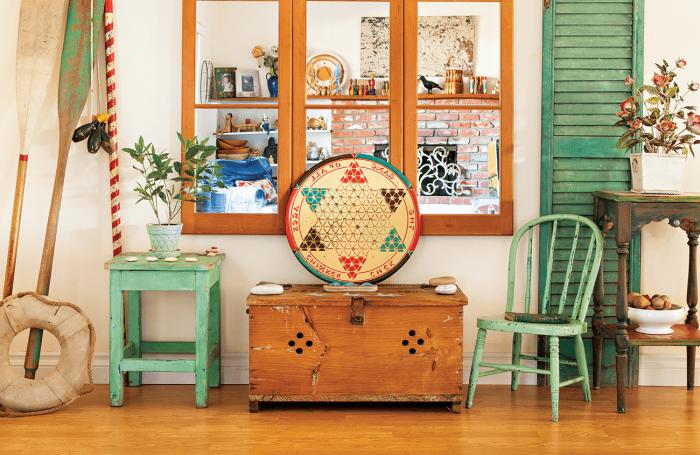 activités manuelles pour décorer sa maison avec matériaux de récupération, décoration salon avec meubles en bois recyclés