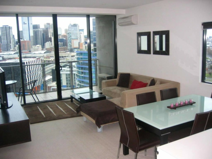 Balcon avec vue, salon avec partie de repos, aménagement appartement, aménagement studio 25m2 cocooning