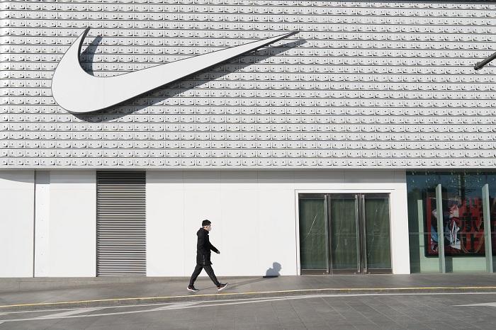 Nike a developpé une visière protectrice pour les soignants à partir de matériaux destinés à ses vêtements et chaussures