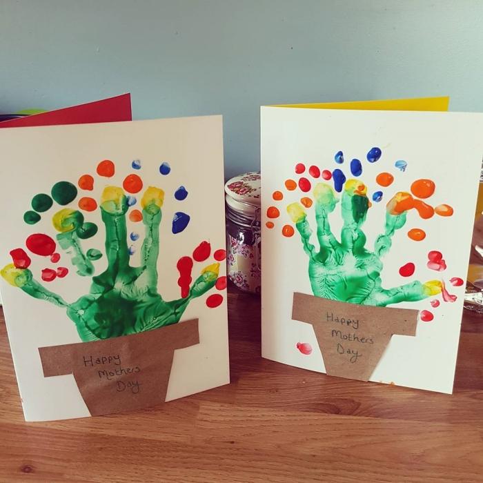 activité fête des mères facile, modèle de carte pour maman à faire avec son empreinte, idée de carte original fête mère