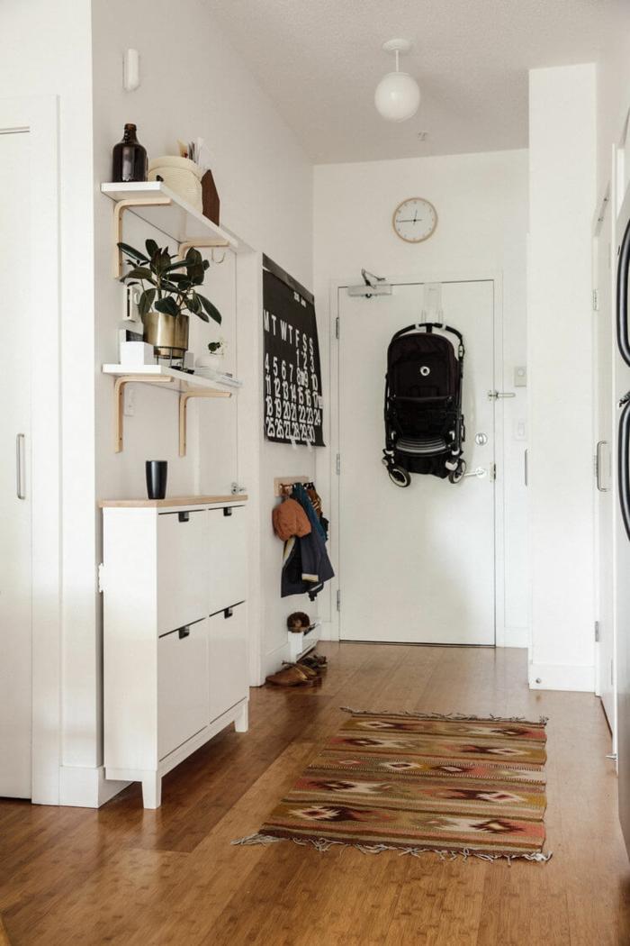 Porte d'entrée tapis oriental style décoration appartement étudiant, idée aménagement studio intérieur