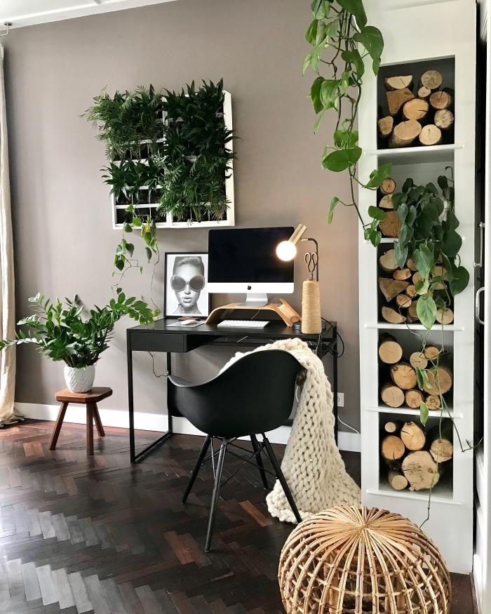 design bureau à domicile féminin de style moderne avec meubles noirs et plante verte d'intérieur, idée home office moderne