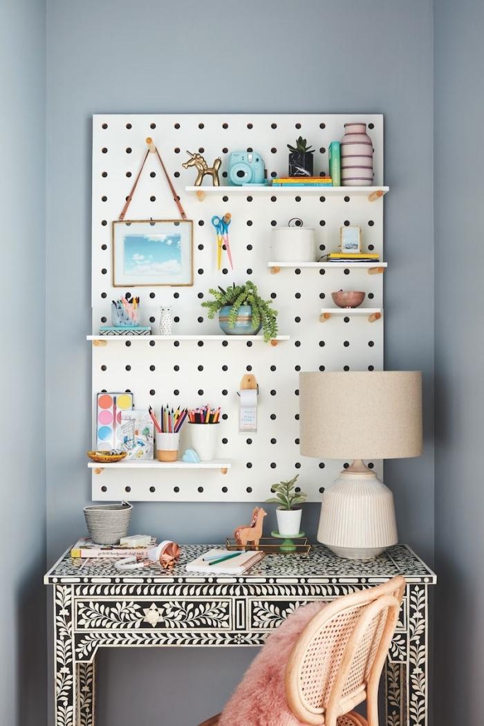 plantes vertes d'intérieur photos, exemple comment bien organiser l'espace dans un petit coin de travail à domicile moderne