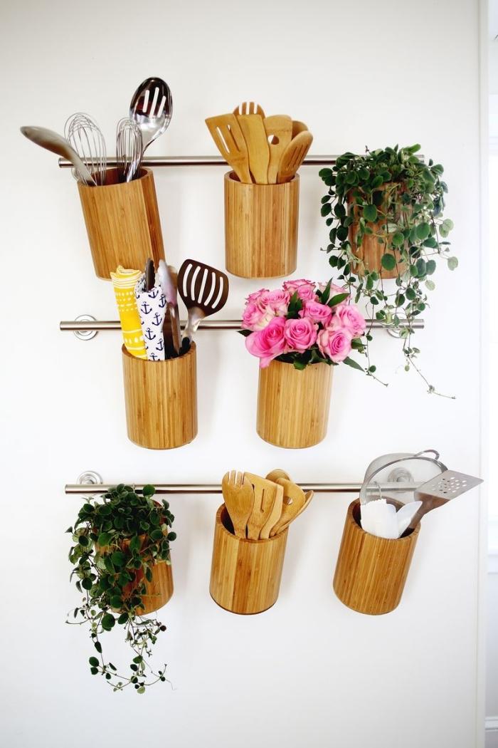 idées créatives pour un amenagement petite cuisine, modèle de rangement murale facile à faire avec tubes métal et pots