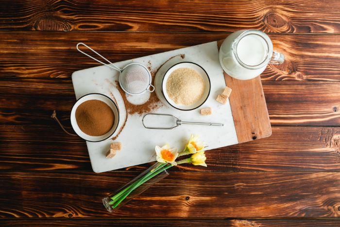 idee comment faire café glacé maison avec café en piudre, sucre et lait, idée boisson d été