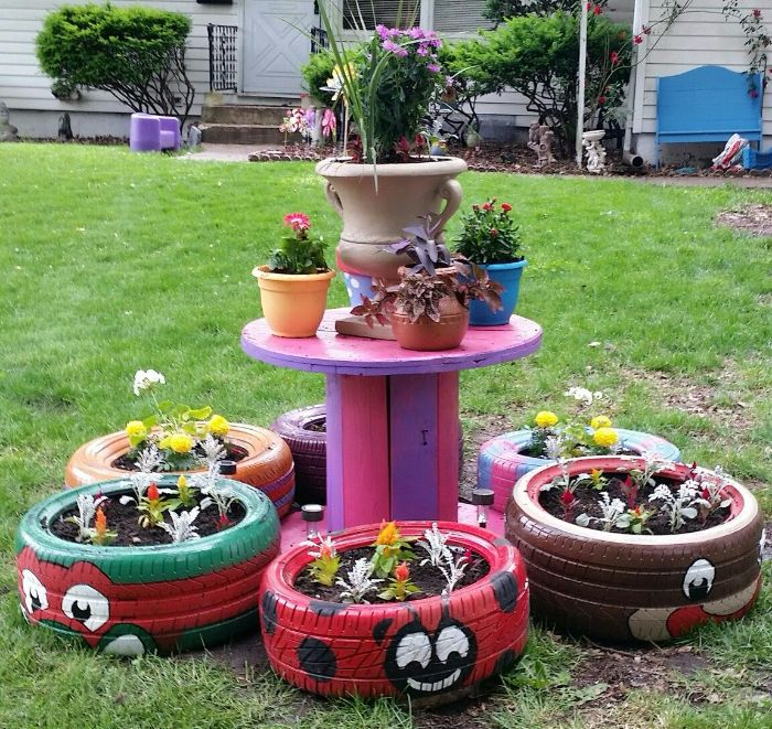 mini jardinieres en pneu recyclé à motif coccinelle et autres animaux et table en touret colorée