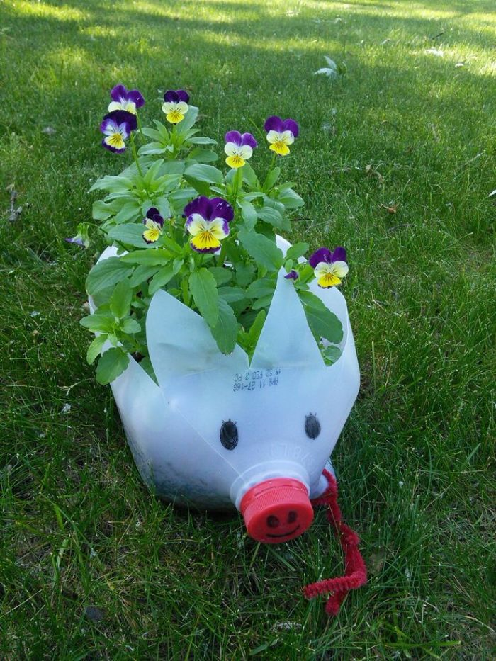 recyclage bouteille de lait en plastique pour fabriquer jardiniere originale motif cochon
