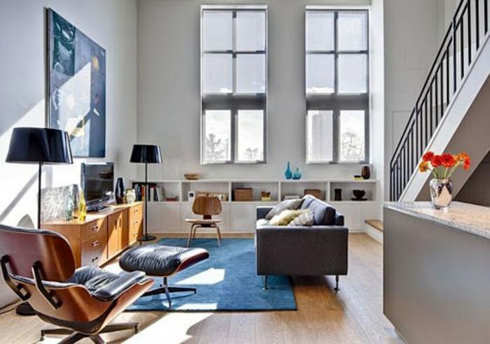 Tapis bleue canapé gris, peinture abstrait, idée aménagement studio, amenagement studio 15m2 ikea décoration