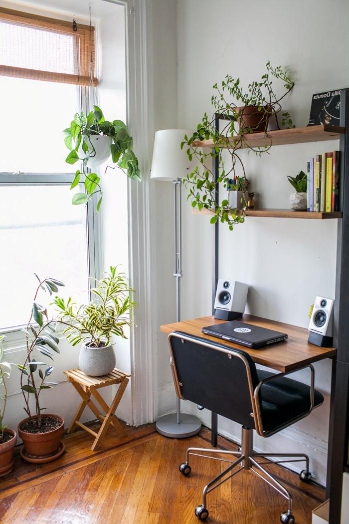 comment décorer un petit coin de bureau à domicile dans son salon, déco bohème chic avec plante verte d'intérieur