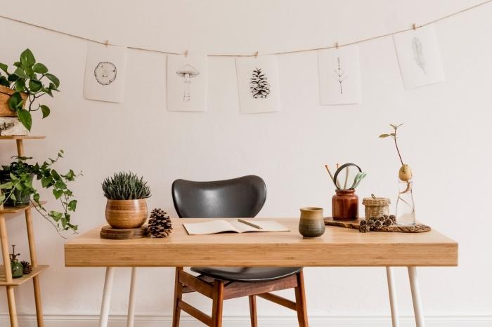 design intérieur minimaliste avec meubles en bois et plante d'intérieur originale, décoration coin de travail avec plantes