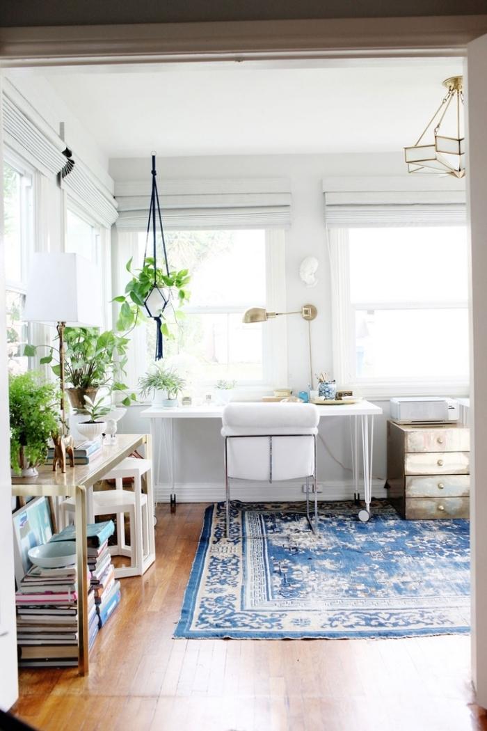 quelle plante verte intérieur pour décorer son bureau à domicile, aménagement home office dans un salon de style boho moderne