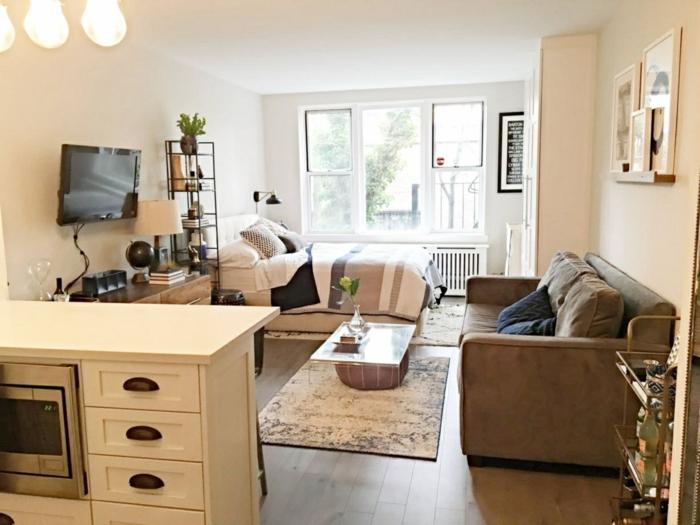 Lit double canapé gris aménagement appartement, déco de petit appartement bien aménagé