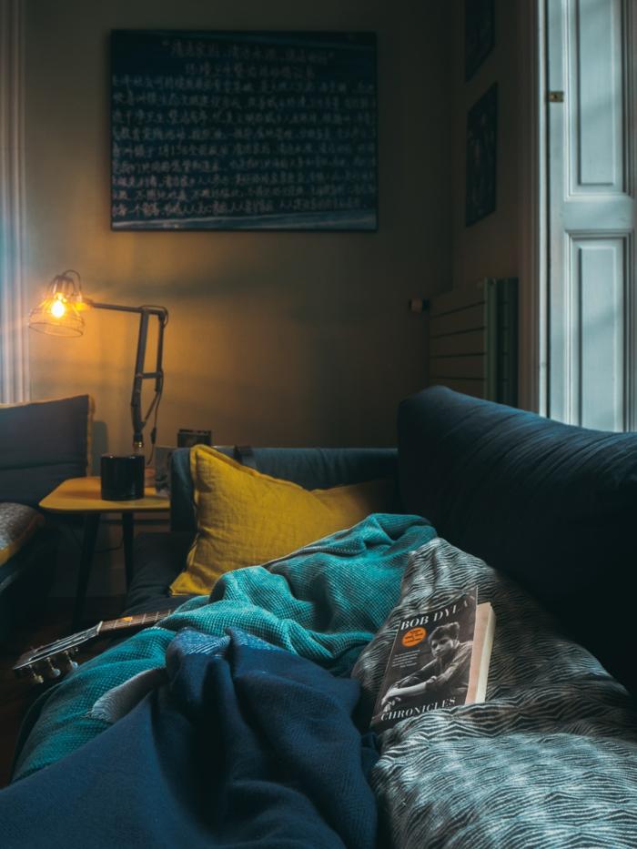 Salon canapé bleu beau fond d'écran, photo cocooning fond d'écran stylé beauté