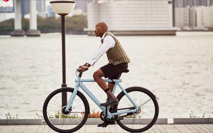 La marque hollandaise VanMoof de vélos électriques a officiellement dévoilé ses deux nouveaus modèles electrified s3 et electrified x3
