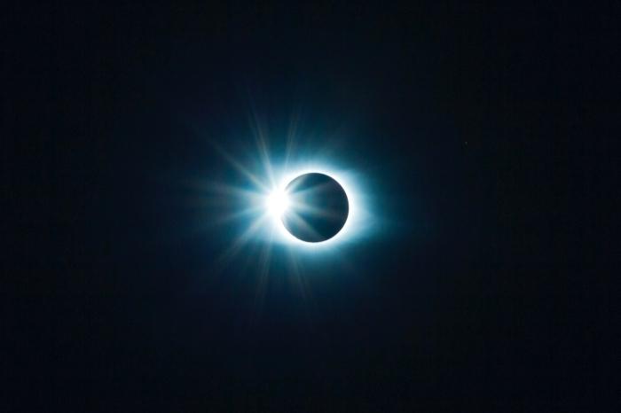 fond d écran univers pour ordinateur, image éclipse du soleil dans l'espace comme wallpaper pour pc