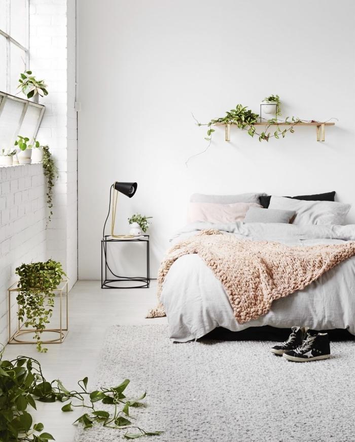 deco chambre parentale d'esprit minimaliste avec accents de style urbain jungle, quelles plantes pour une chambre à coucher