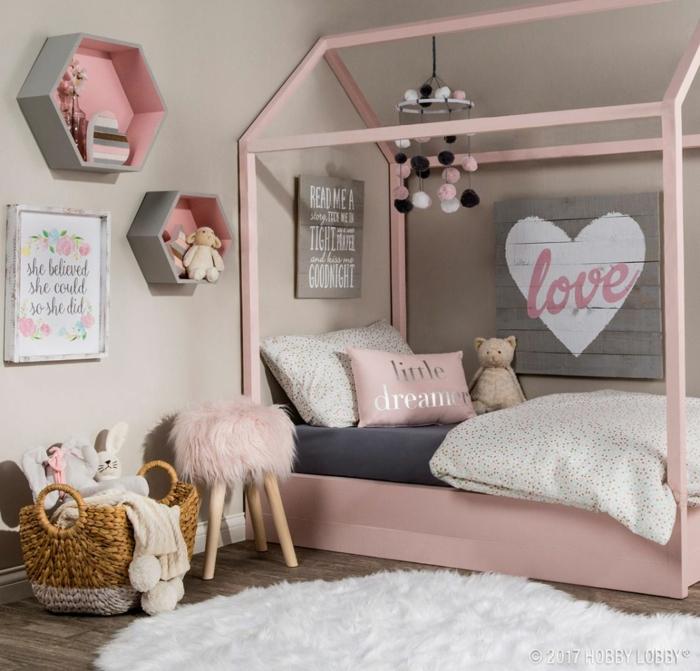 Maison lit rose en bois methode Montessori deco chambre bebe fille, chambre de fille en rose et gris
