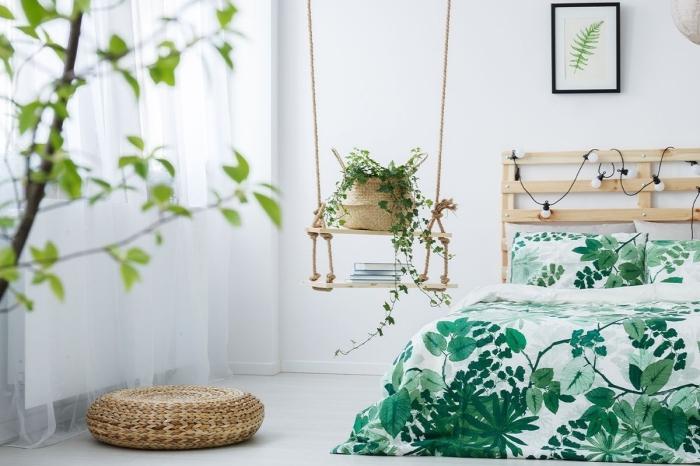décoration chambre à coucher relaxante aménagée avec meubles en bois et plante, design pièce zen en blanc et vert