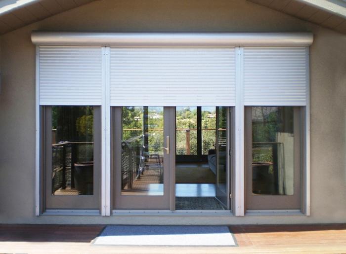 Comment réparer le volet abîmé, belle maison extérieur salon qui donne au jardin