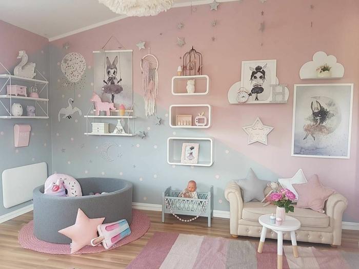 Chambre peinture bicolore rose et gris à pois, déco murale peinture chambre bébé, chambre de fille en rose et gris