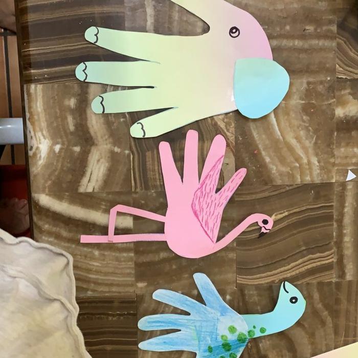 Dessiner sa main pour créer des caractères fantastiques cadeau fete des peres bebe, que faire pour le pere de votre bebe cadeau