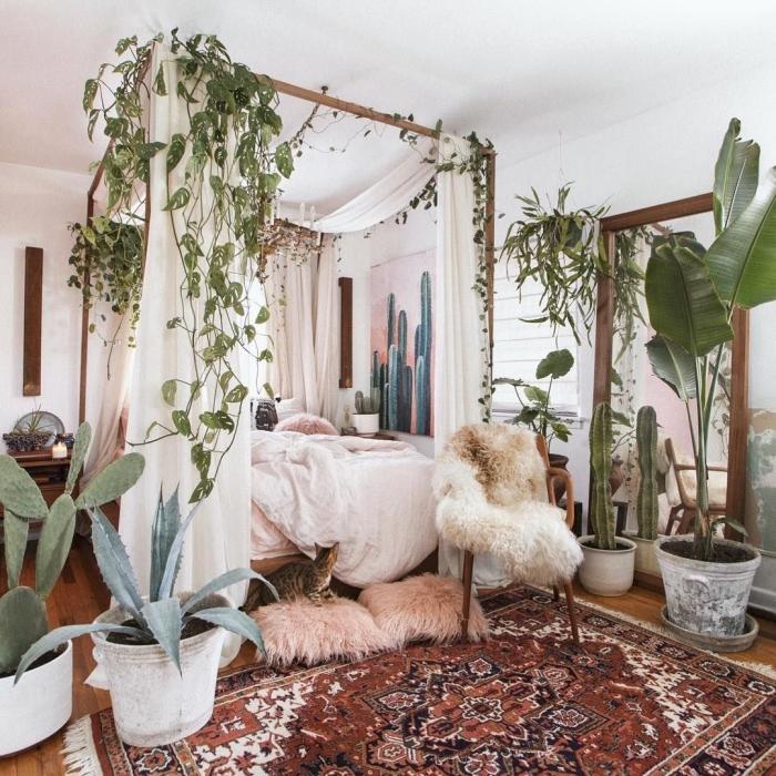 mix des styles dans une pinterest chambre de style boho et tropical, design pièce blanche avec meubles nature et plantes