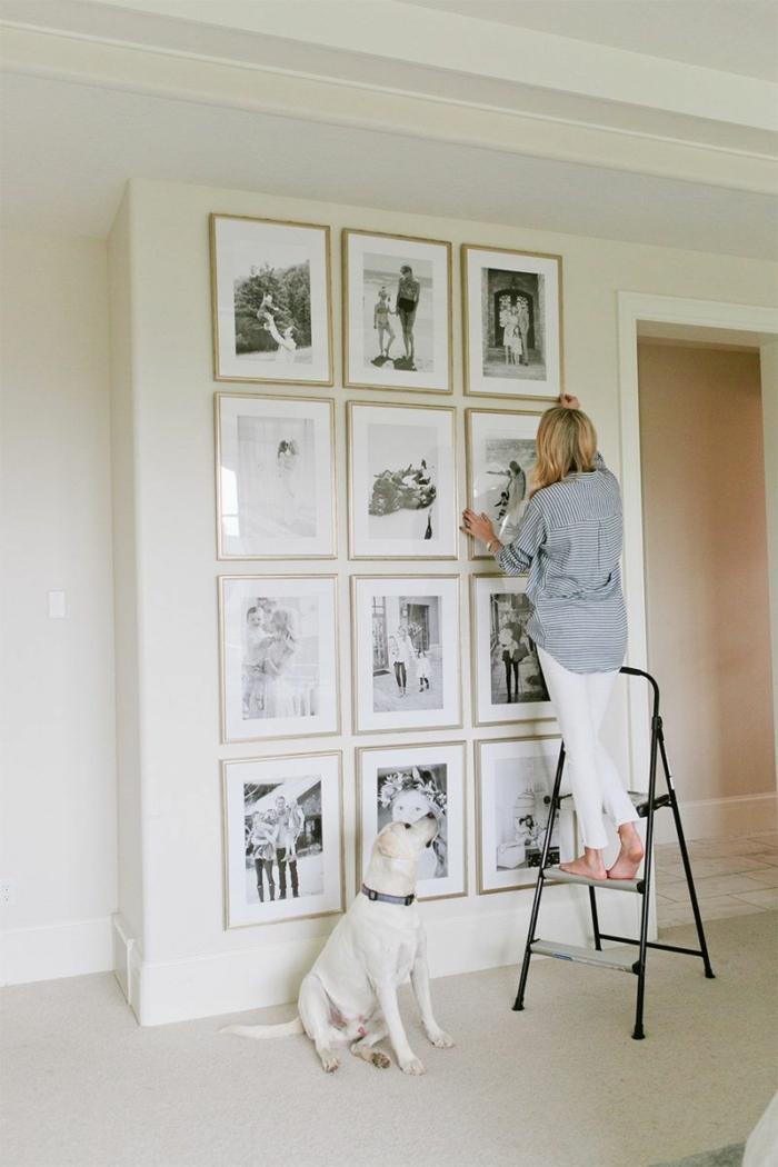 Ranger les photos sur le mur, chien et femme cadre photo mural, idée comment accrocher ses photos originalement