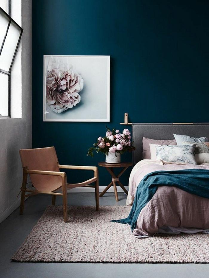 Mur à couleur sombre pour un accent dramatique, décorations murales, peinture de pivoine rose