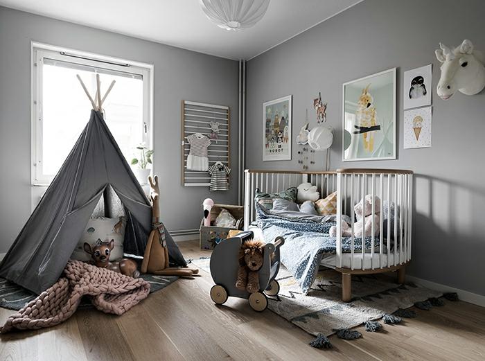 Tipi pour enfant, lit à barreaux ovale, murs gris meileures idées peinture chambre fille, idée chambre fille rose et gris
