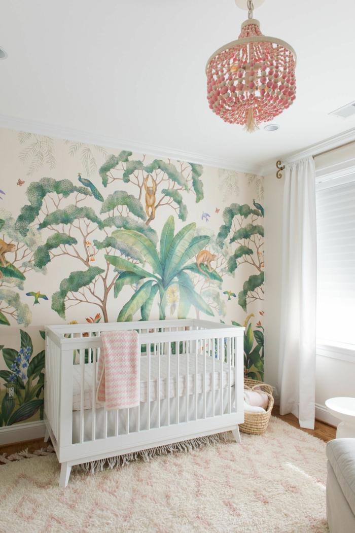 Papier peinte thème jungle idée déco chambre bébé, comment décorer la chambre de sa fille simplement
