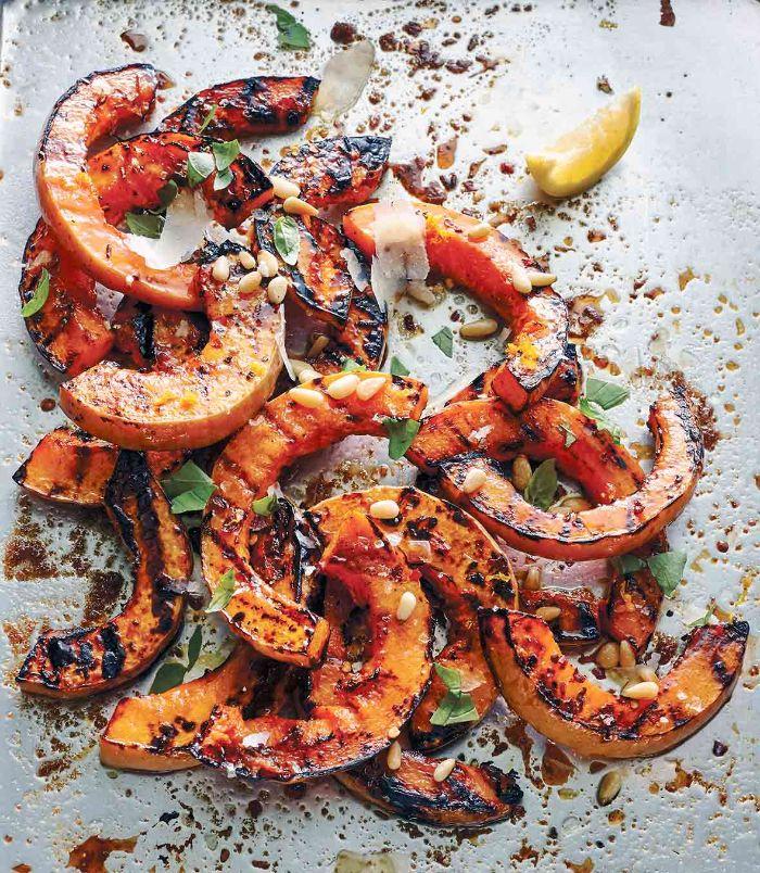 quel accompagnement barbecue, idée pour faire courge butternut grillée simple assaisonée avec des graines