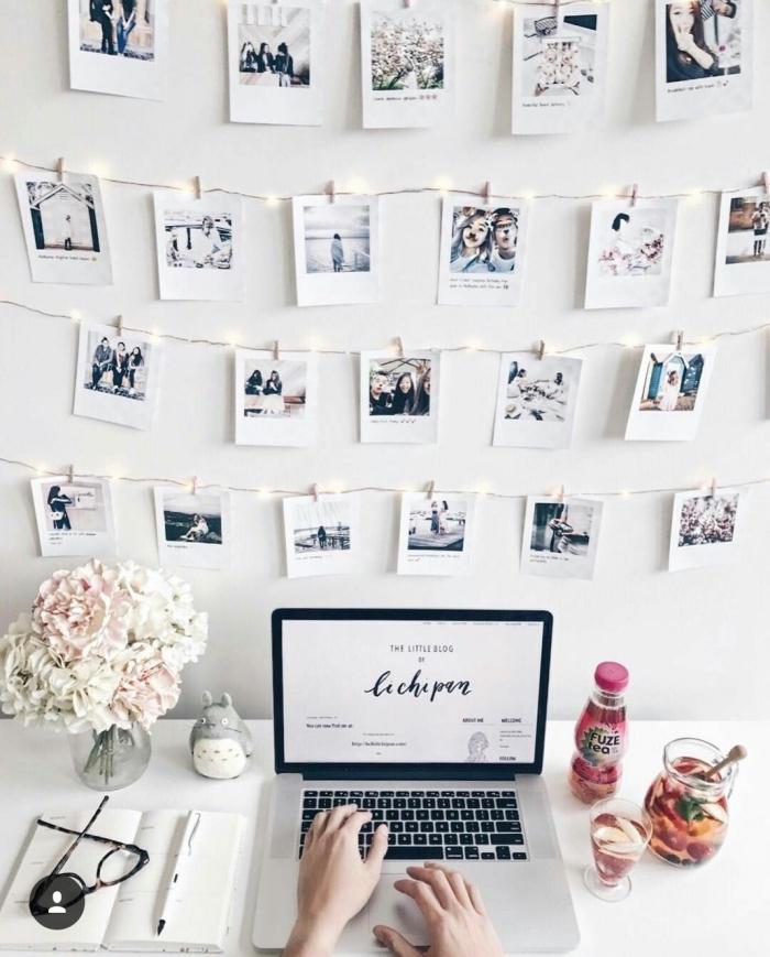 exemple comment personnaliser une guirlande lumineuse photo, design de bureau dans le salon moderne avec mur de photos