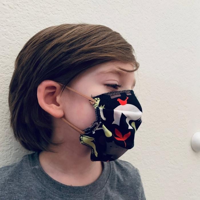 fabriquer un masque visage tissu pour enfant, diy modèle de masque adapté au visage d'enfant, couture masque contre Covid19