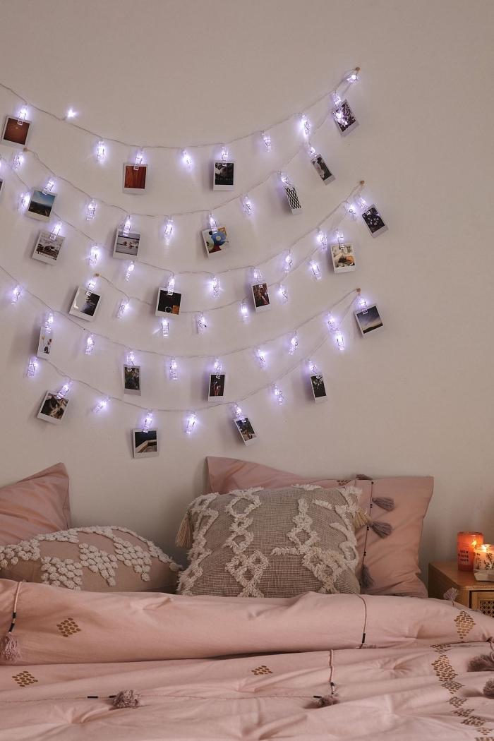 décoration chambre fille avec accessoires en rose, idée de décoration murale au dessus du lit avec guirlande lumineuse chambre