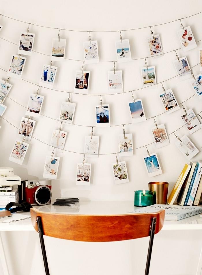 modèle de guirlande photo à réaliser soi-même, exemple comment décorer les murs dans son coin de travail à domicile