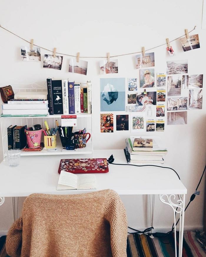 diy déco chambre facile à faire avec photos, idée que faire avec ses photos de voyage, modèle de guirlande DIY accroché au dessus du bureau