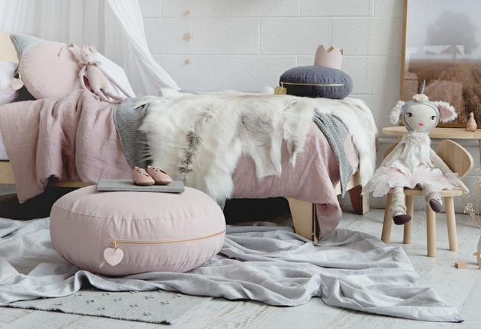 Tabouret rose deco de chambre fille, mignonne idée chambre fille rose et gris poupée princesse licorne