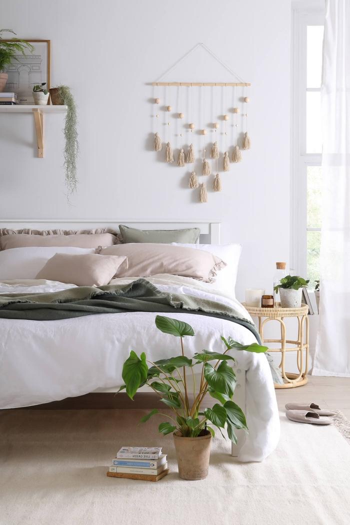 exemple de pinterest chambre à design bohème avec meubles et accessoires en fibre végétale, modèle de diy déco murale en fil et bois