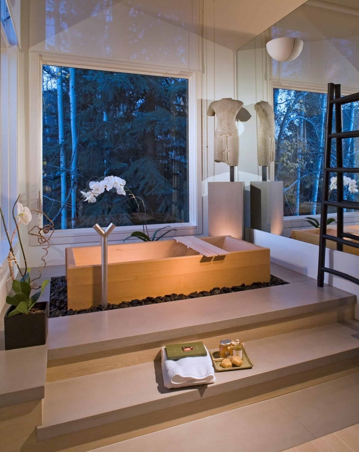 comment aménager une petite salle de bain de style japonais, modèle de baignoire japonaise bois sur un jardin zen