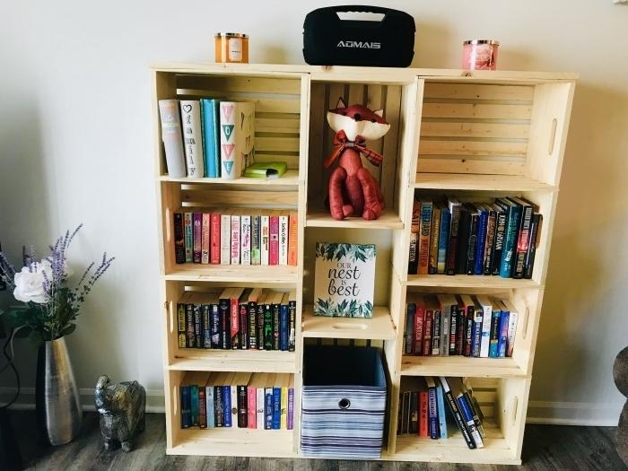 exemple d'etagere en palette ou cagettes de bois à faire soi-même, idée de meuble pour chambre d'enfant fait maison