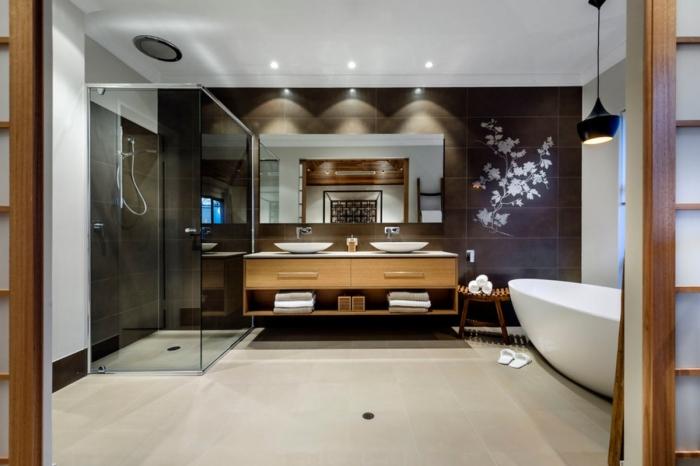 conception moderne dans une salle de bain blanc et noir avec accents en bois, modèle de baignoire sabot autoportante