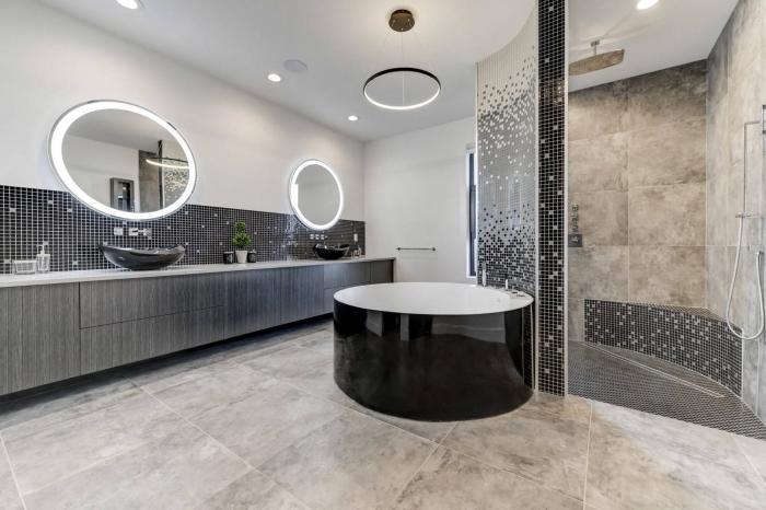 aménagement salle de bain moderne en blanc et gris avec accents en noir, agencement salle de bain avec cabine de douche
