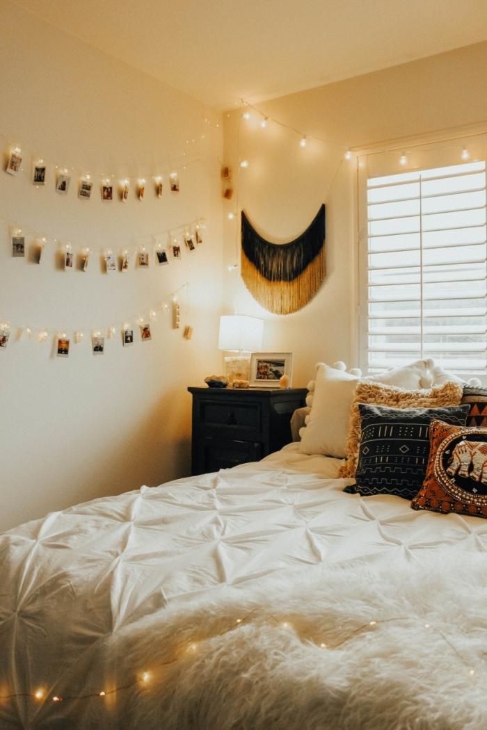 design de chambre ado de style boho chic, idée comment personnaliser les murs avec une guirlande lumineuse photo