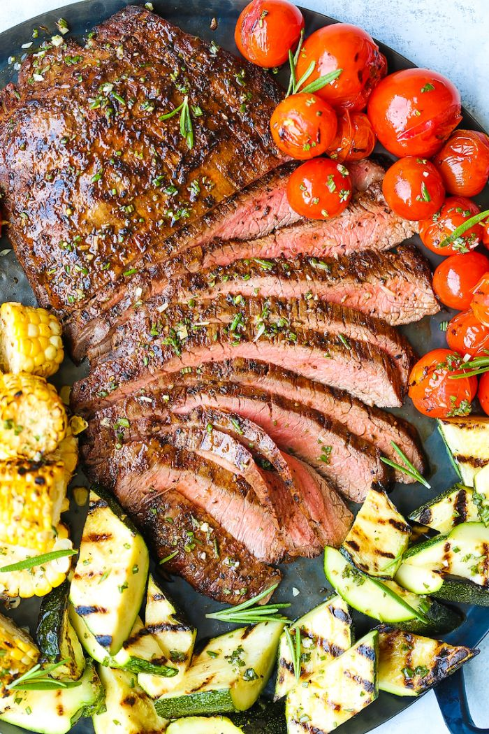 legumes accompagnement barbecue, courgettes, mais et tomates cerise grillés, idee repas barbecue