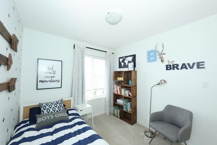 aménagement de chambre ado avec meuble DIY, modèle de meuble de rangement originale fait maison avec caisses de bois