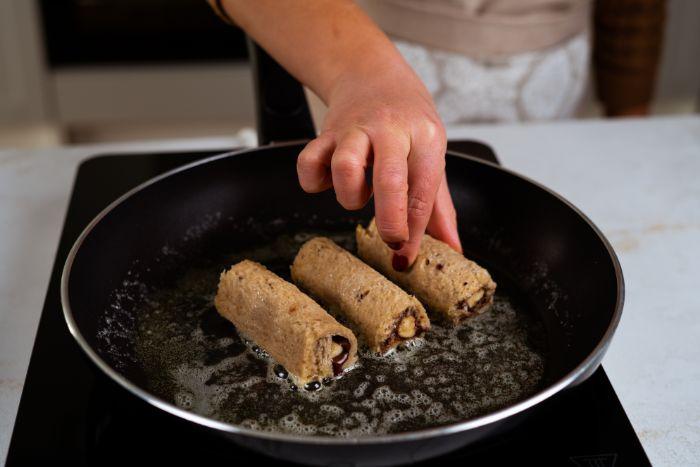 faire cuire les roulés dans du beurre, brioche facon pain perdu, roulé banane chocolat simple a faire